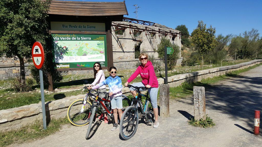 op reis met tieners, vakantie met pubers, reisblog, travelblog, Andalusie, Spanje, Via Verde de la Sierra