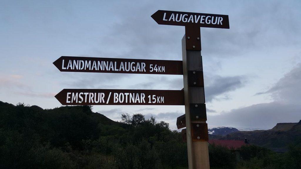 houten wegwijzer paaltje van de Laugavegur Trail