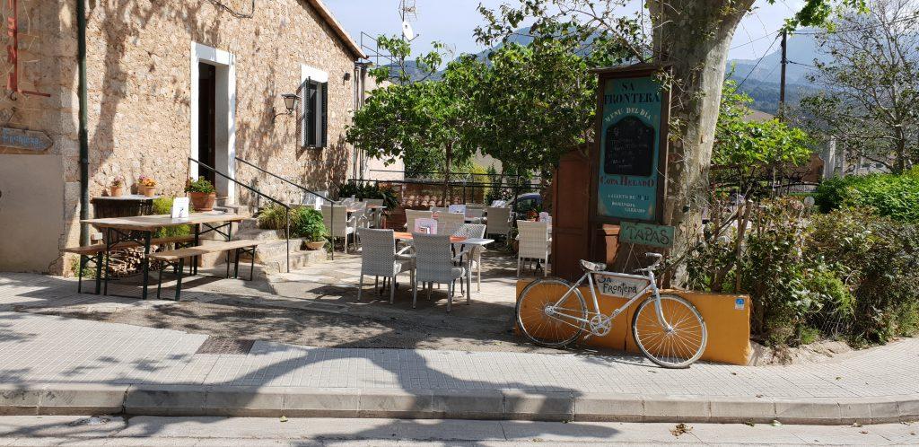 Mallorca, reisblog, vakantie met tieners, vakantie met pubers, dorpje Soller, terras