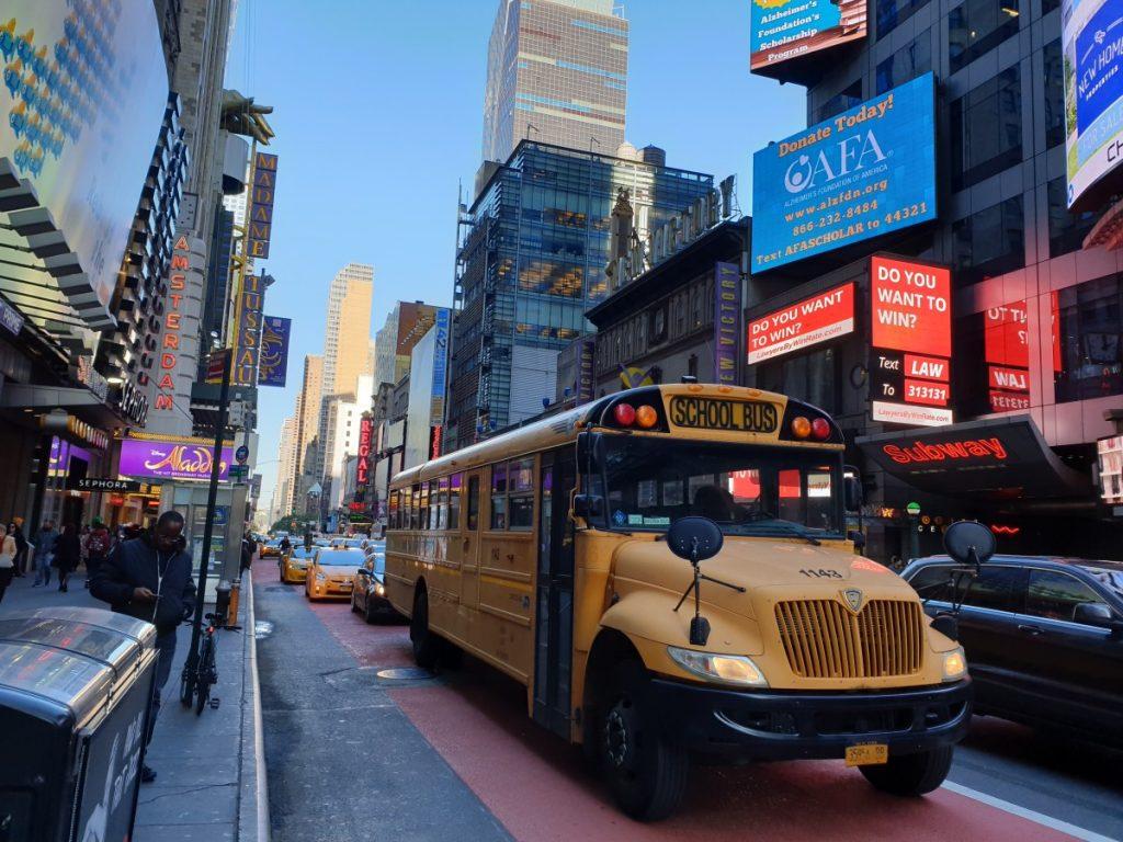 Brooklyn Bridge,schoolbus, Skyline, New York, Midtown, citytrip, stedentrip, Amerika