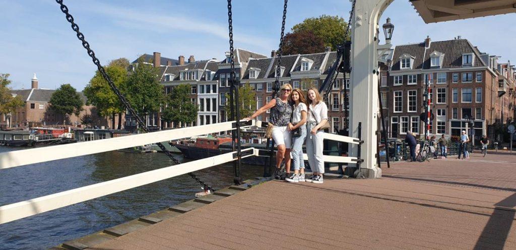 Op de Magere Brug in Amsterdam