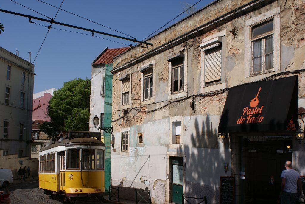 Het bekende trammetje in Lissabon