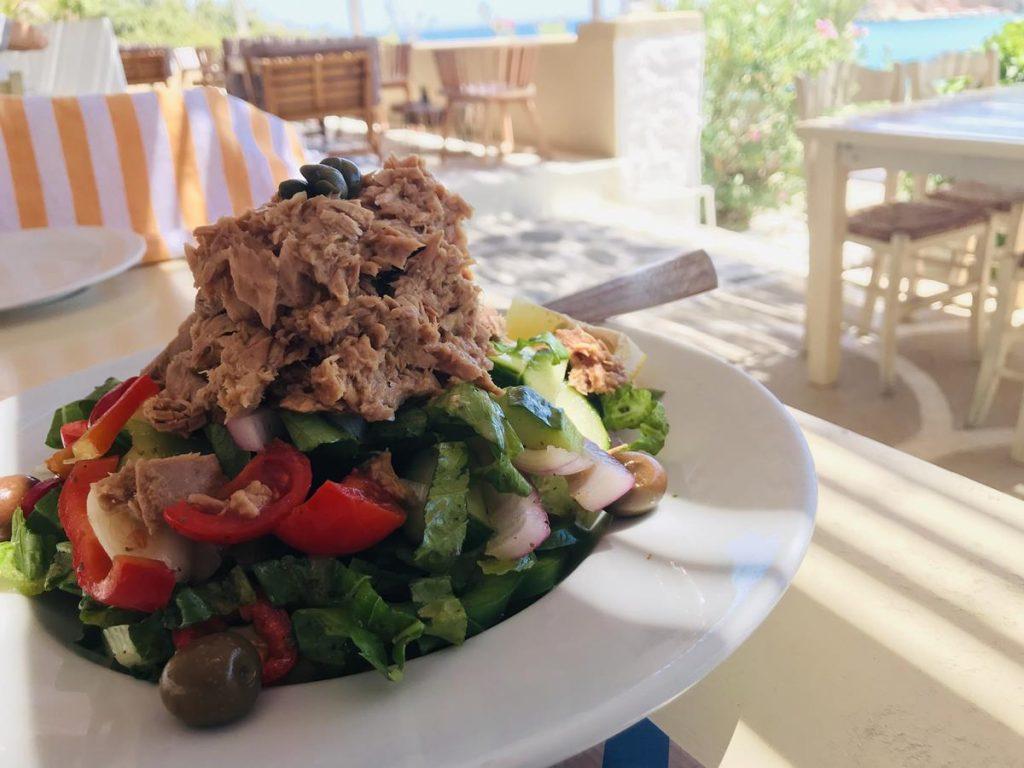 eten in griekenland, tonijnsalade