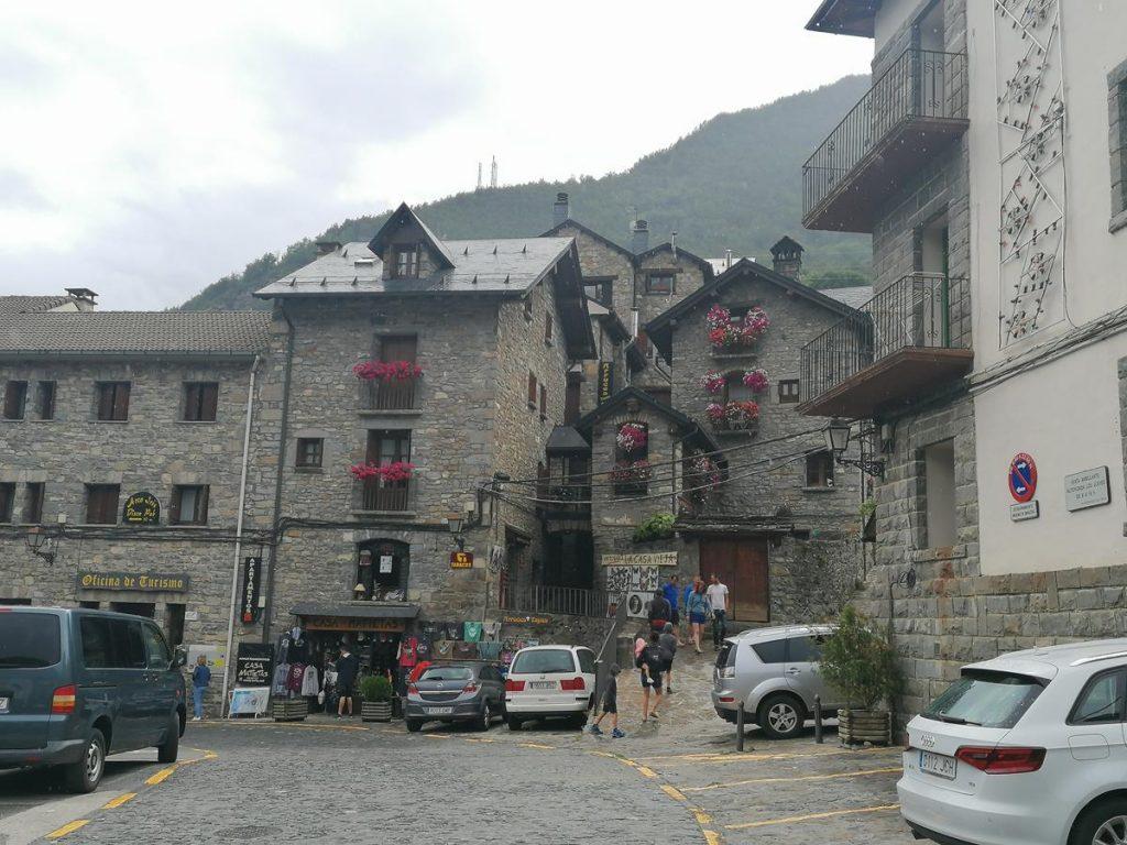 straatbeeld van het Spaanse bergdorpje Torla