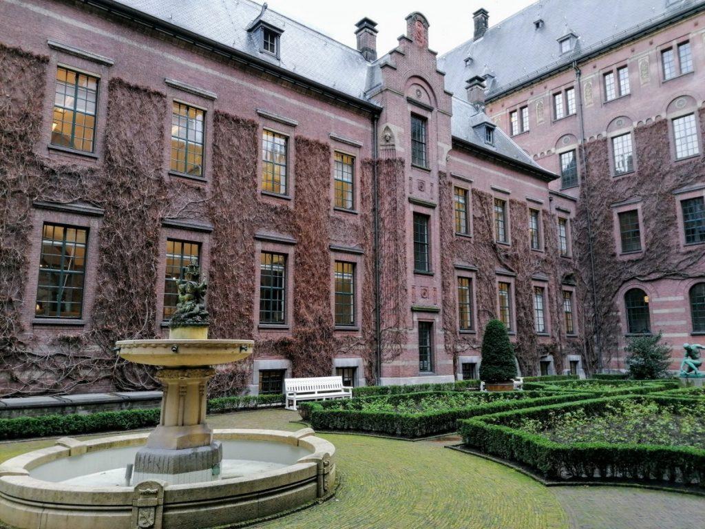 speurtocht, stadhuis, rotterdam, travelblogger, holland, reisblogger