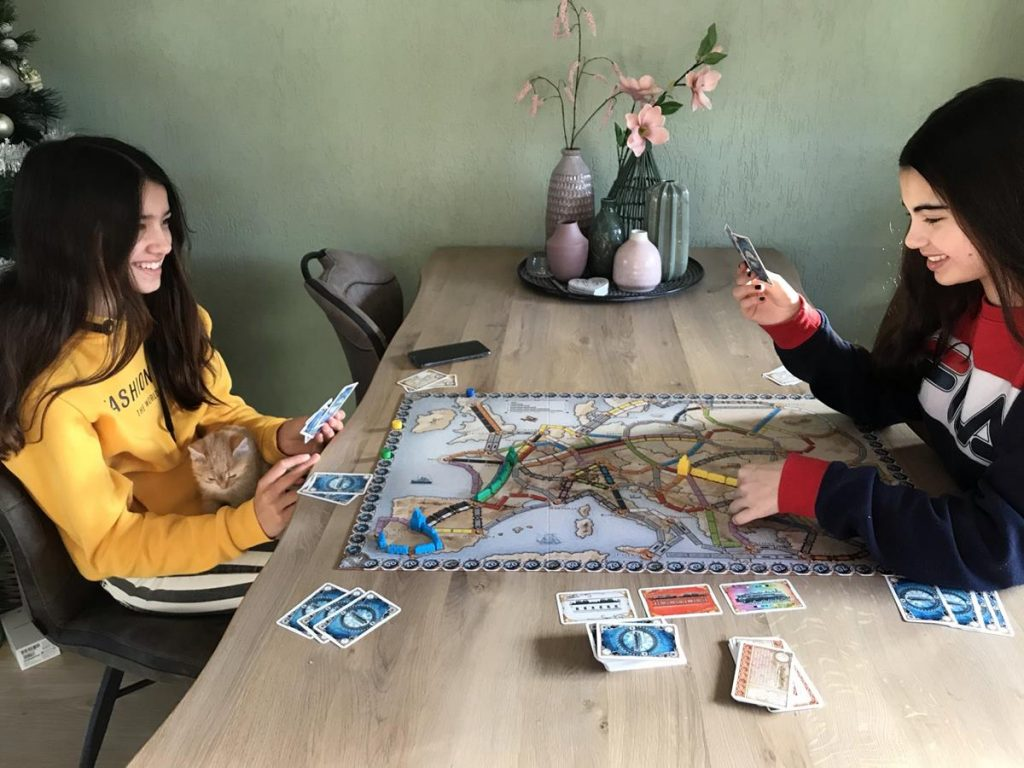 tieners spelen ticket to ride