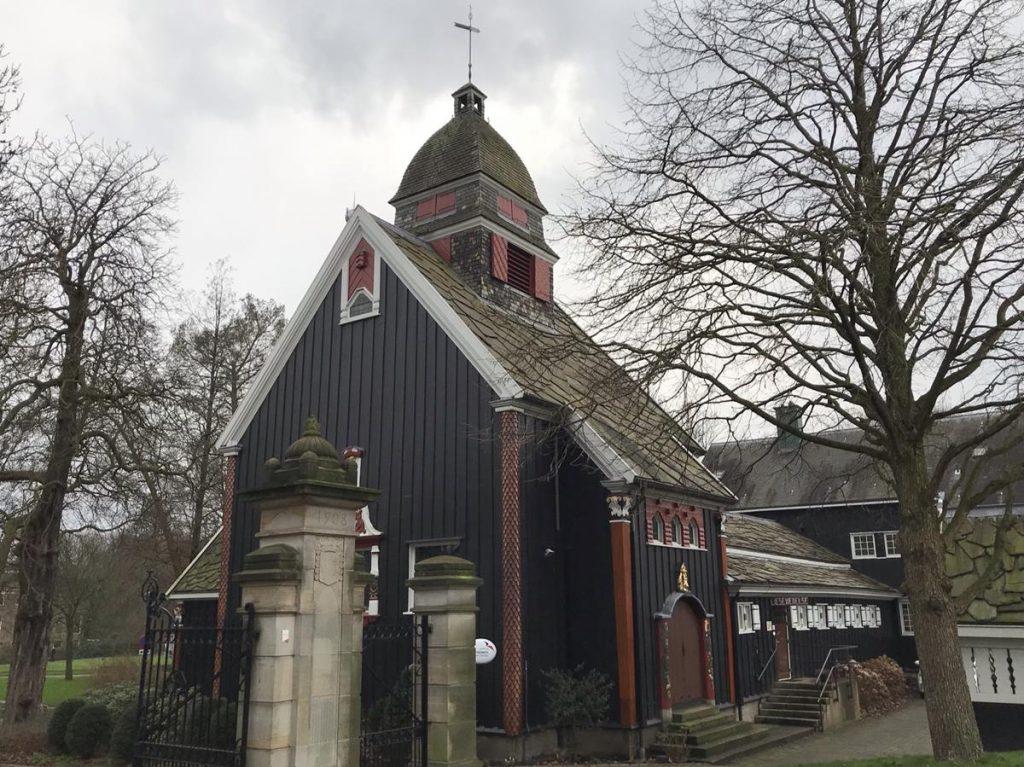 wandeling met tieners door Rotterdam langs het Noorse Kerkje