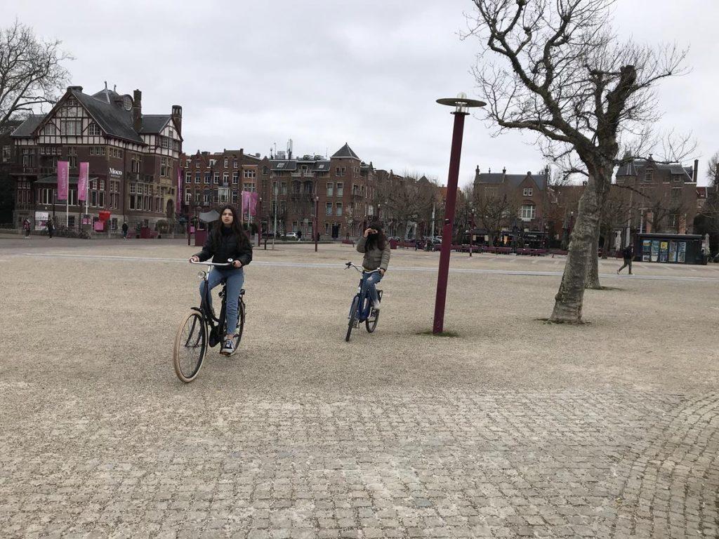 vakantie met pubers fietsen in Amsterdam